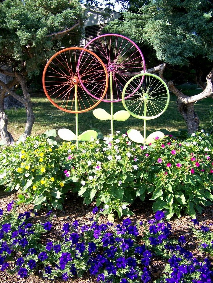 Цветники из колес