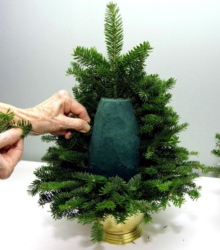 novogodnyaya-elka-svoimi-rukami-iz-vetok-2 Новогодняя елка своими руками из веток и губки