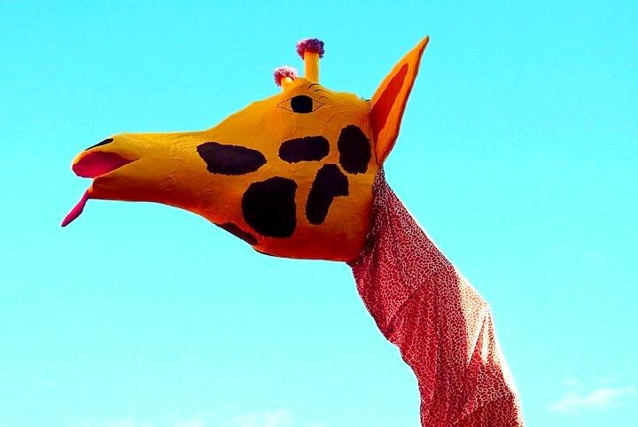 жираф из папье-маше