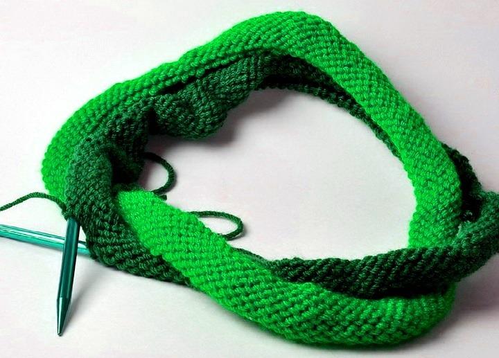 Как связать шарф-хомут спицами для начинающих | 33 Поделки