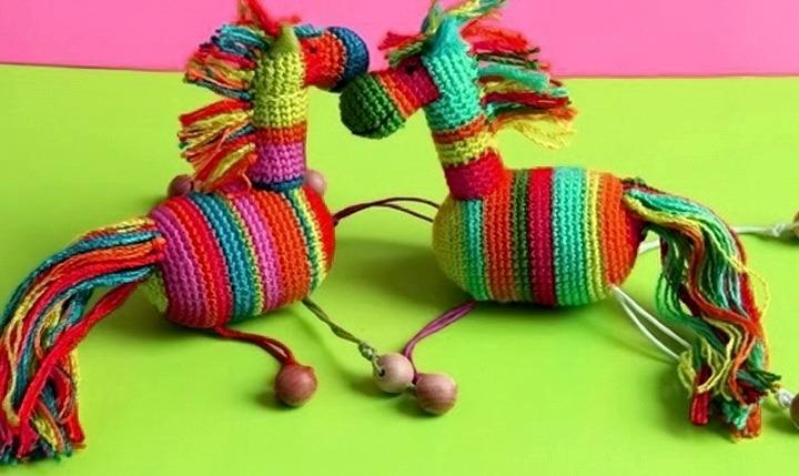 лошадки из яиц от киндеров