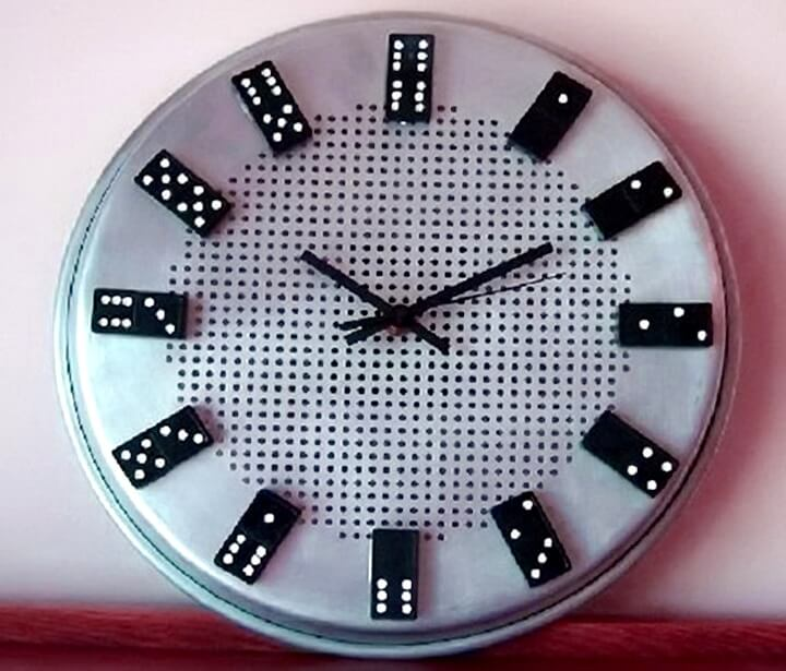настенные часы из домино