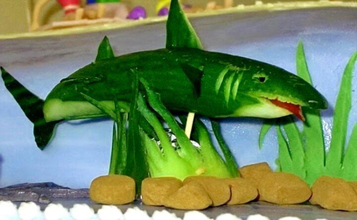 акула из огурца