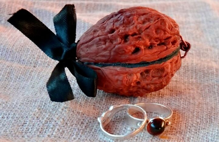 шкатулка из грецкого ореха