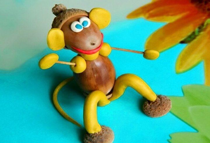 обезьяна из желудей