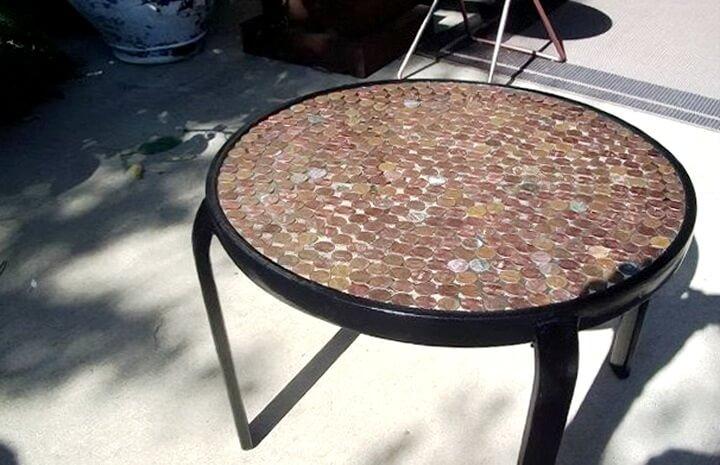декор стола монетками
