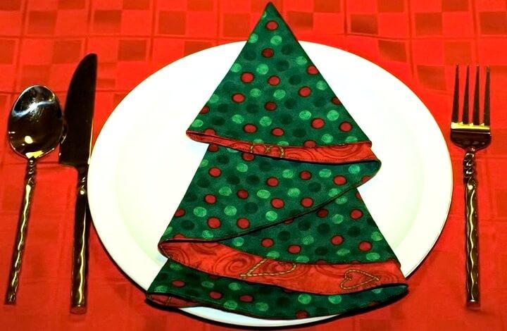 новогодний стол елочка-салфетка