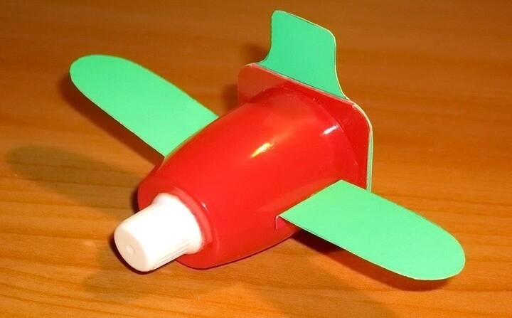самолетик из стаканчика