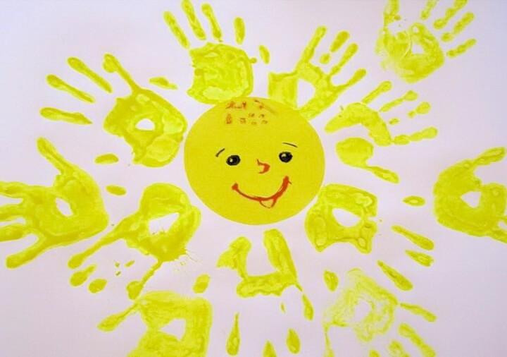 солнышко рисунок ладошками